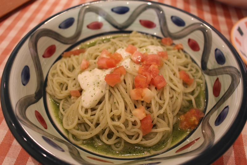 モッツアレラチーズとトマトのジェノベーゼ